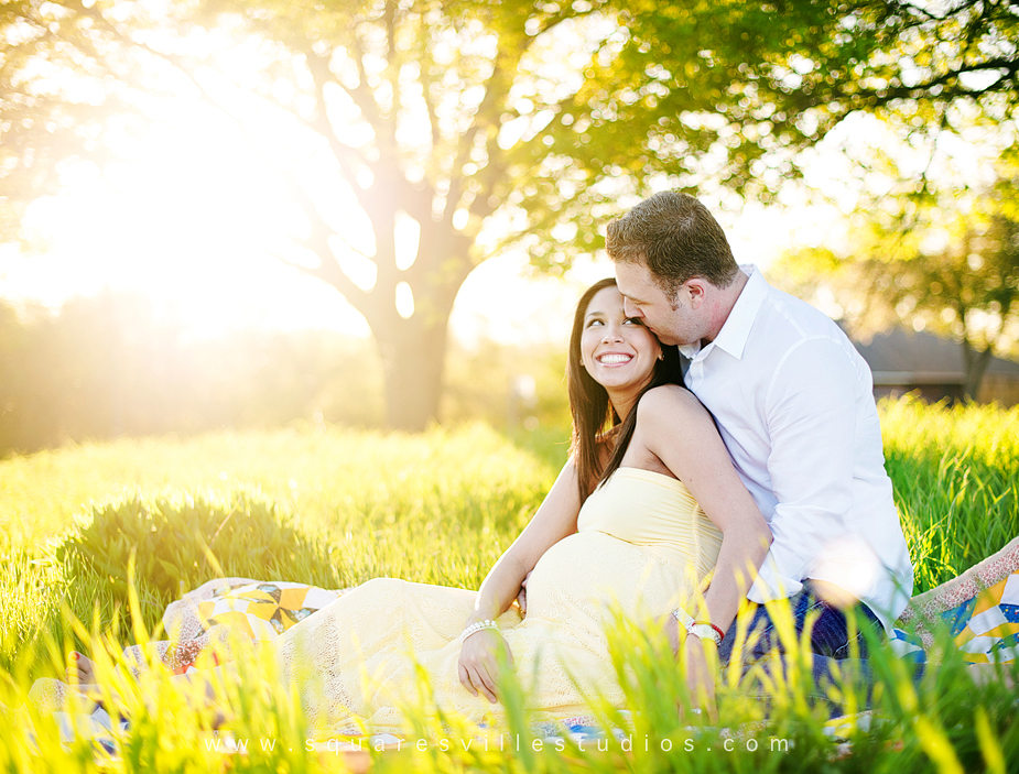 Bright And Happy Backlight Maternity Session By Maria